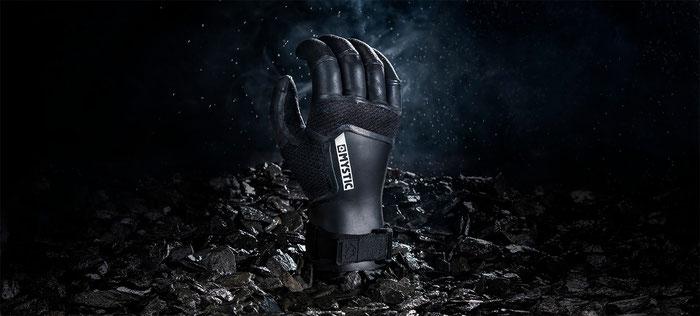 Extrem warme Handschuhe mit gebogenen Fingern für entspannte Unterarme hier bei WindSucht