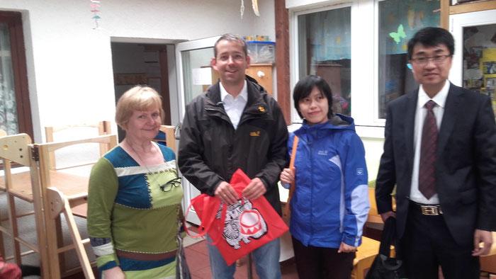 China zu Besuch bei Konditorei Cafe Elend und Kita Eris Arche. Konzepte sind gefragt