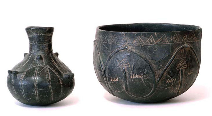 Beispiele für typische Gefäße der Bandkeramik, rund 5 000 v. Chr.; Fundort Tiefenellern
