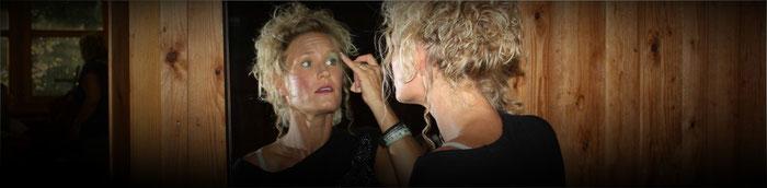Schminkerin Diana Patrizio schminkt sich gleich selber,