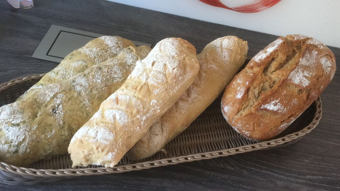 Verschiedene Brote auf dem Ofenzauberer von Pampered Chef