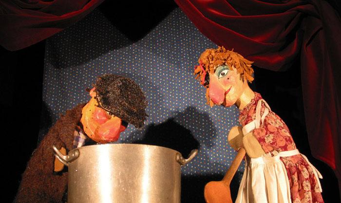 Puppentheater Gugelhupf: Wie Gretel dem Räuber eine Suppe kocht