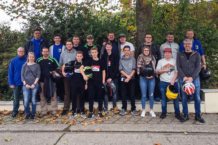 Die TeilnehmerInnen des Kartfahrens