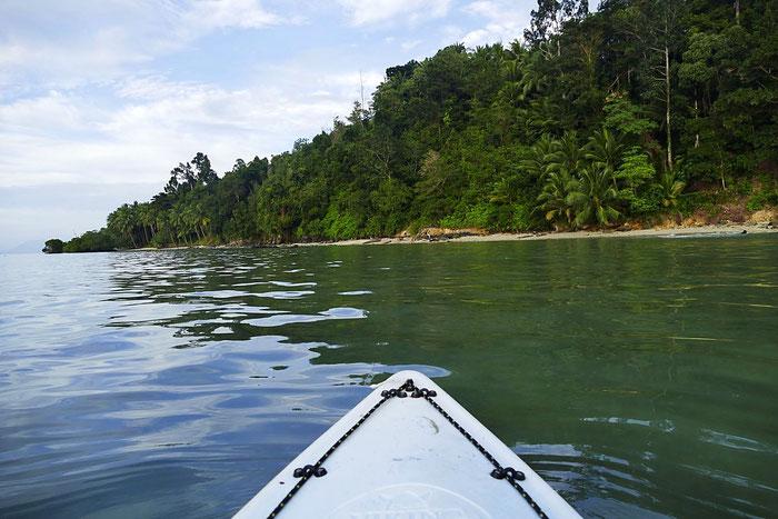 In Port Barton ein Kajak mieten und die Inseln erkunden braucht zwar Ausdauer ist aber wunderschön.