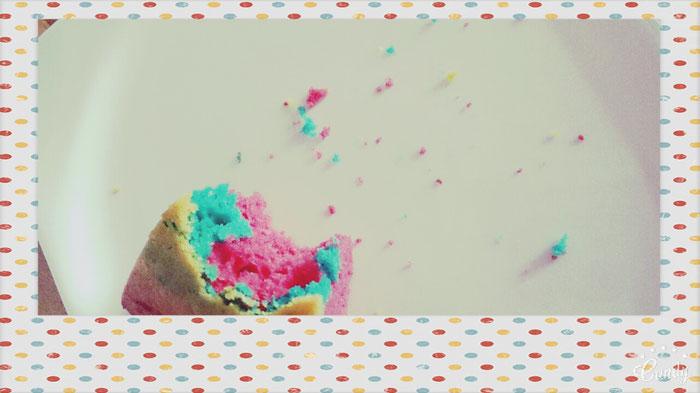 Guten Appetit und viel Spaß mit dem Rainbow-Cake!