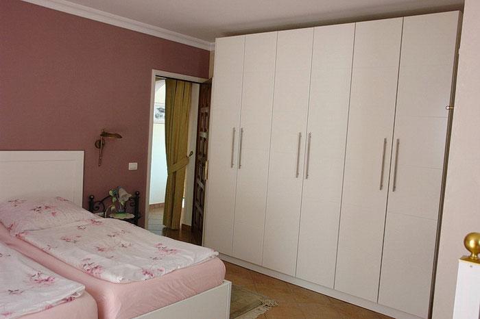 Schlafzimmer mit Doppelbett in der Villa Sol auf Teneriffa