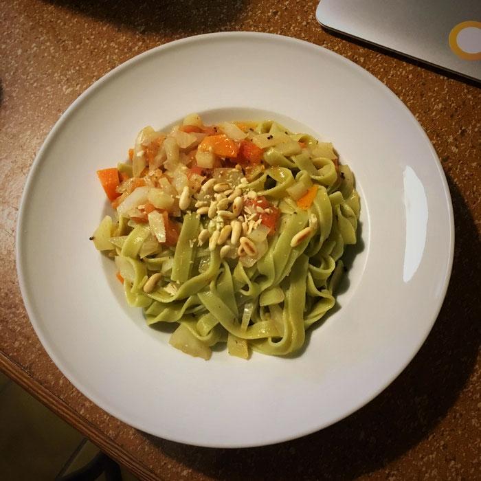 Fenchel, Karotten, Tomate und Gewürze für ein feines Pasta-Gericht