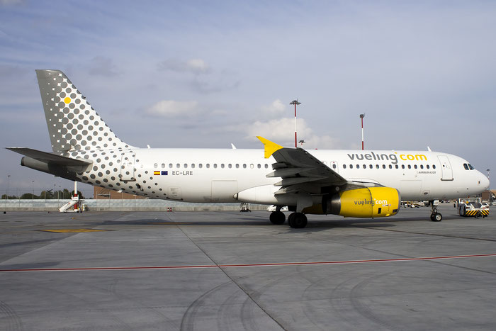 EC-LRE A320-232 1914 Vueling Airlines @ Basel Airport 09.2015 © Piti Spotter Club Verona