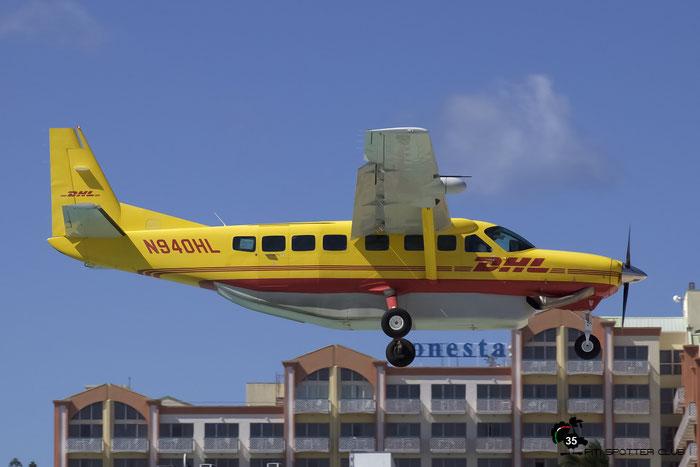 N940HL Cessna 208B 208B-2355 Air St. Kitts & Nevis @ Sint Maarten Airport 05.03.2016 © Piti Spotter Club Verona