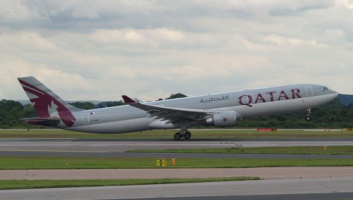 A7-AEE A330-302E 711 Qatar Airways @ Manchester Airport 20.07.2012 © Piti Spotter Club Verona