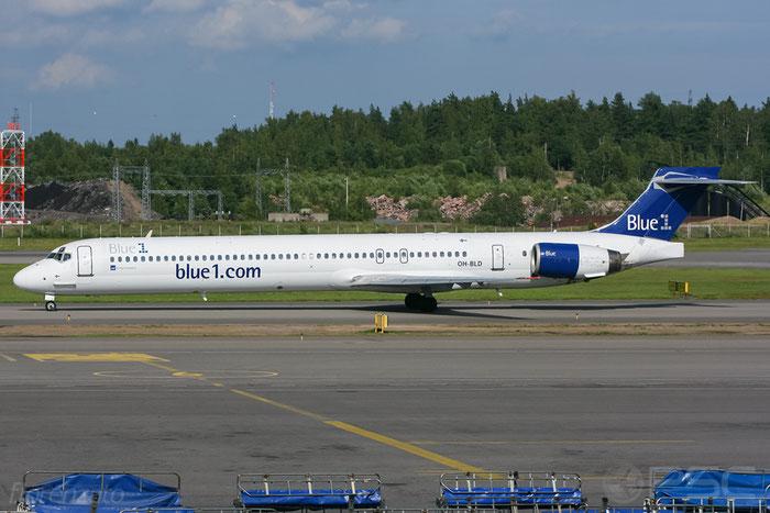 OH-BLD MD-90-30 53544/2197 Blue1 @ Helsinki Airport 2008 © Piti Spotter Club Verona