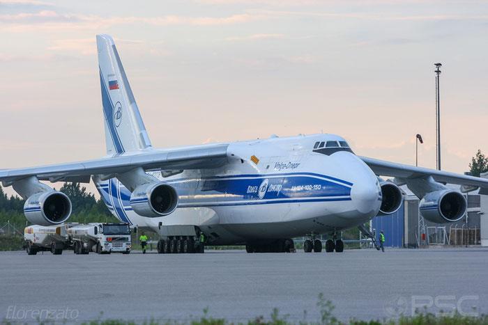9773054559153 An-124-100 RA-82078 Volga-Dnepr @ Helsinki Airport 2008 © Piti Spotter Club Verona