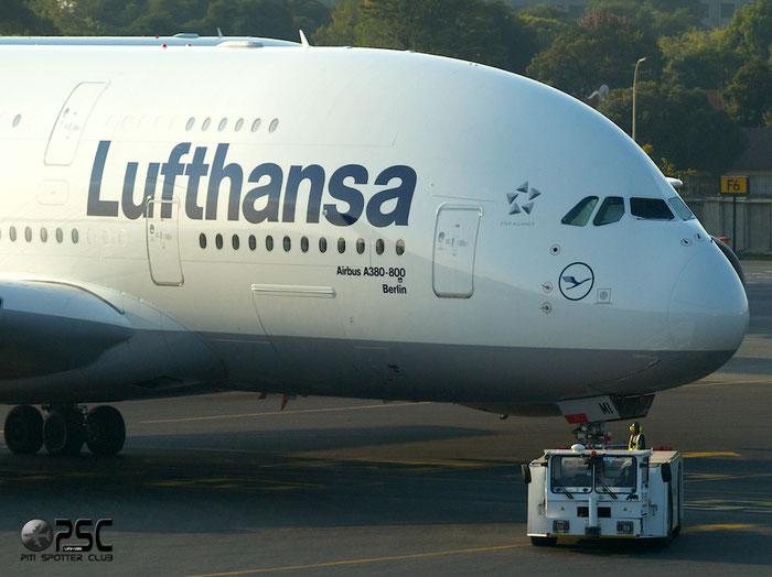 D-AIMI A380-841 72 Lufthansa @ Johannesburg Airport 22.03.2014 © Piti Spotter Club Verona