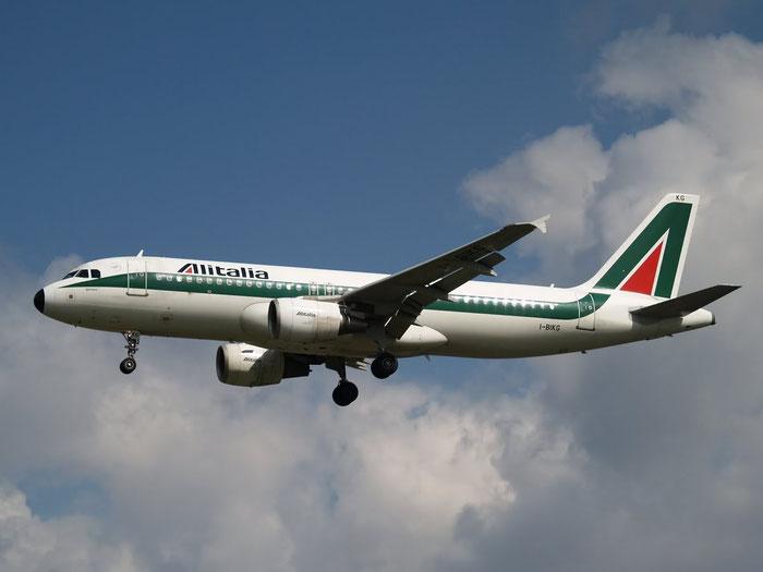 I-BIKG A320-214 1480 Alitalia @ London Heathrow Airport 08.2007 © Piti Spotter Club Verona