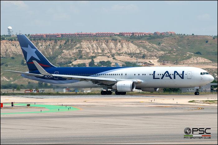 HC-CJA B767-316ER 35698/973 LAN Ecuador @ Madrid Airport 2011 © Piti Spotter Club Verona