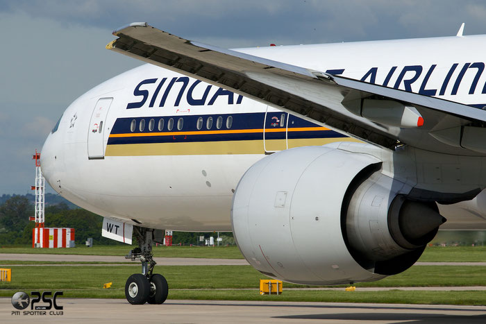 9V-SWT B777-312ER 34585/759 Singapore Airlines @ Manchester Airport 13.05.2014 © Piti Spotter Club Verona