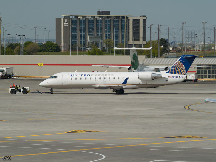 N832AS CRJ200ER 7243 ExpressJet Airlines @ Toronto Pearson Airport 17.05.2013 © Piti Spotter Club Verona