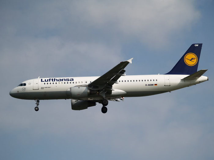 D-AIQW A320-211 1367 Lufthansa @ London Heathrow Airport 08.2007  © Piti Spotter Club Verona