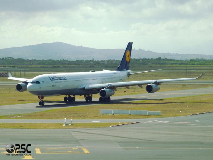 D-AIFF A340-313X 447 Lufthansa @ Cape Town Airport  22.03.2014 © Piti Spotter Club Verona