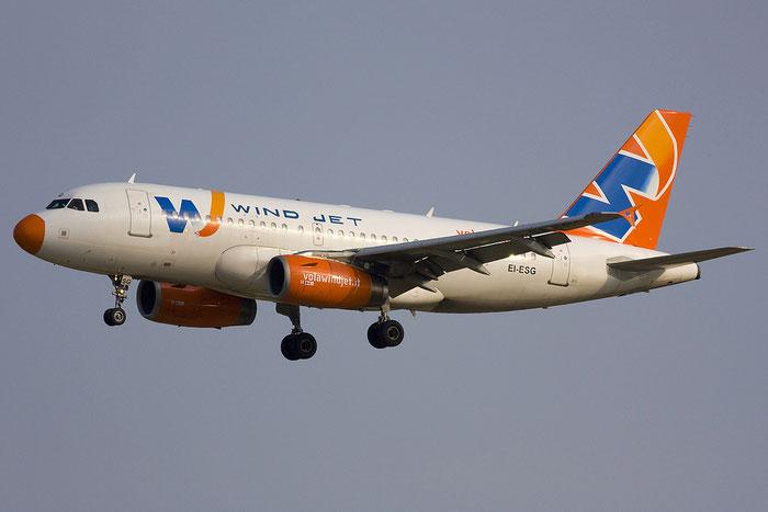 EI-ESG A319-132 2797 Wind Jet @ Venezia Airport 11.06.2012 © Piti Spotter Club Verona