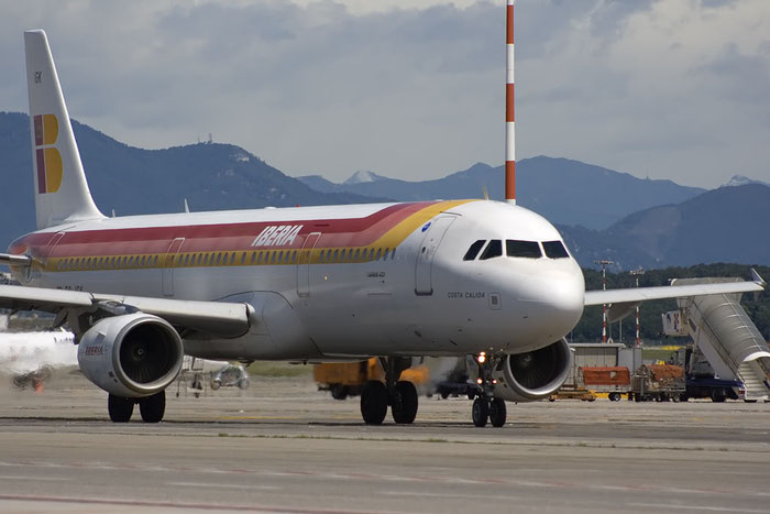 EC-IGK A321-213 1572 Iberia Líneas Aéreas de España @ Milano Malpensa Airport 07.2009 © Piti Spotter Club Verona