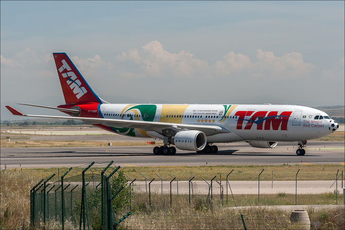 PT-MVP A330-223 961 TAM Linhas Aéreas - Táxi Aéreo Marilia @ Madrid Airport 2013 © Piti Spotter Club Verona