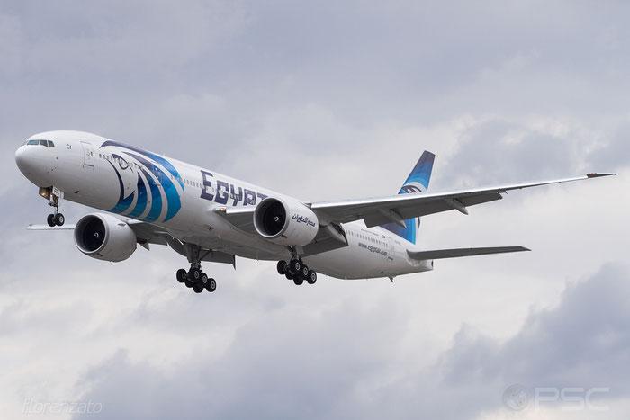 SU-GDL B777-36NER 38284/850 EgyptAir @ London Heathrow Airport 2010 © Piti Spotter Club Verona