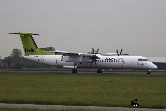 YL-BBW DHC-8-402 4448 airBaltic @ Amsterdam Airport 24.10.2015 © Piti Spotter Club Verona