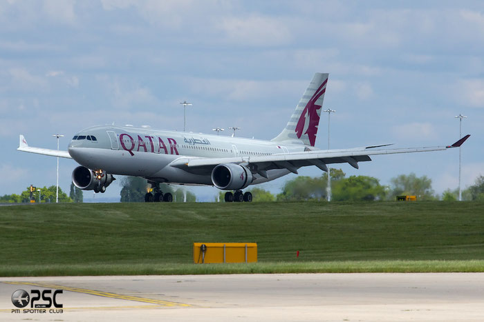 A7-ACL A330-202 820 Qatar Airways @ Manchester Airport 13.05.2014 © Piti Spotter Club Verona