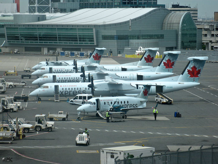 C-GGAH DHC-8-402 4432 Air Canada Express @ Toronto Pearson 15.05.2013 © Piti Spotter Club Verona