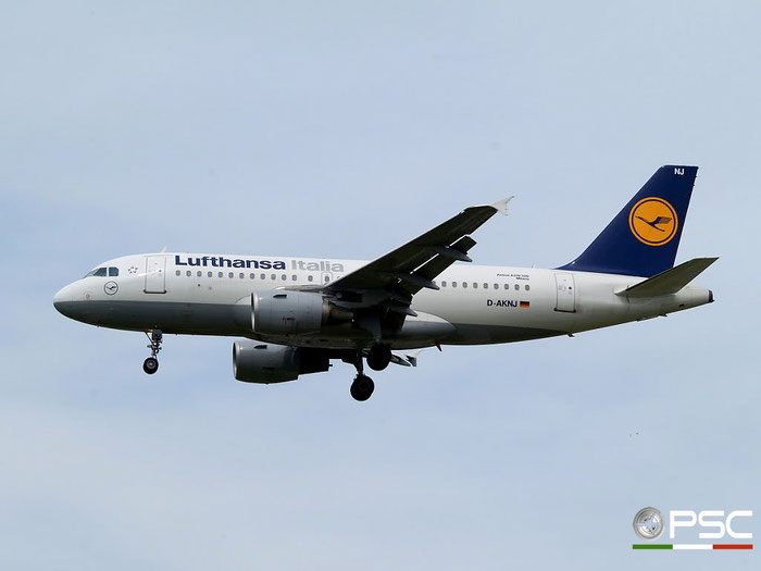 D-AKNJ A319-112 1172 Lufthansa Italia @ London Heathrow Airport 23.05.2009 © Piti Spotter Club Verona