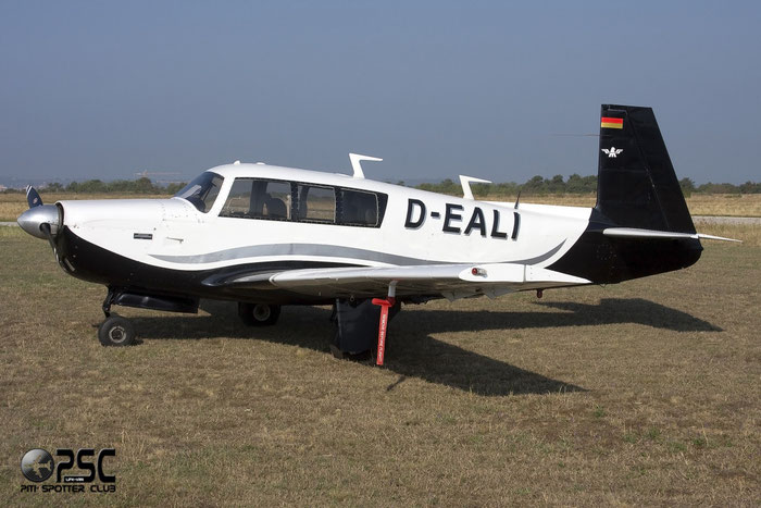 D-EALI Mooney M-20F Executive M20P 680123 @ Aeroporto Verona Boscomantico © Piti Spotter Club Verona