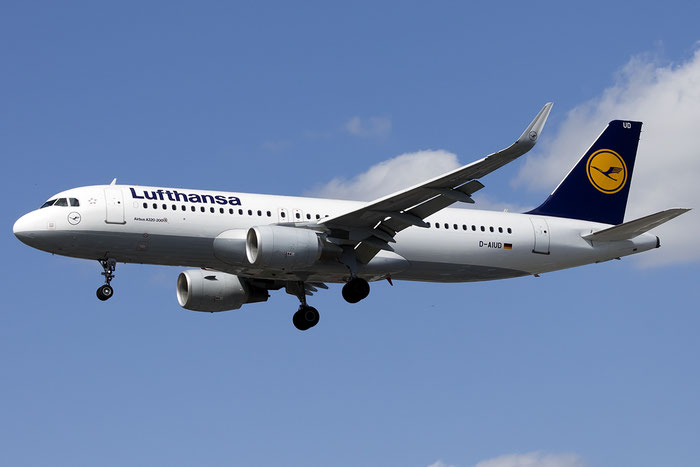 D-AIUD A320-214 6033 Lufthansa @ London Heathrow Airport 13.05.2015  © Piti Spotter Club Verona