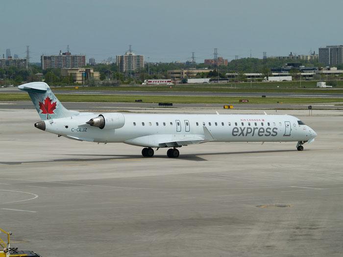 C-GLJZ CRJ705LR 15051 Air Canada Express @ Toronto Pearson 15.05.2013 © Piti Spotter Club Verona