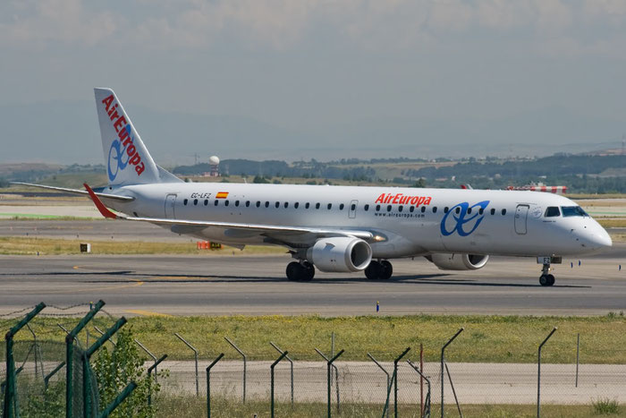 EC-LFZ ERJ195LR 19000357 Air Europa @ Madrid Airport - 25.05.2011  © Piti Spotter Club Verona