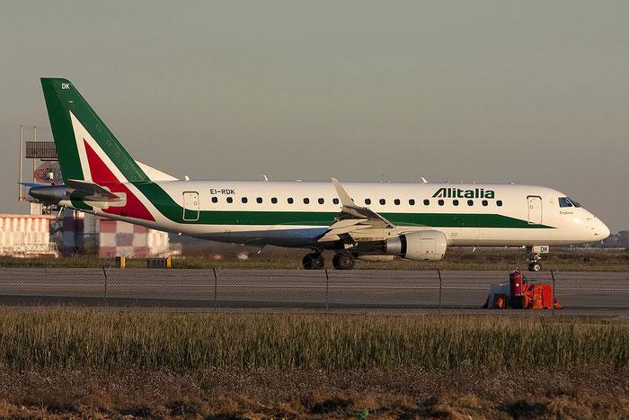 EI-RDK ERJ175STD 17000343 Alitalia CityLiner @ Venezia Airport 07.11.2012 © Piti Spotter Club Verona