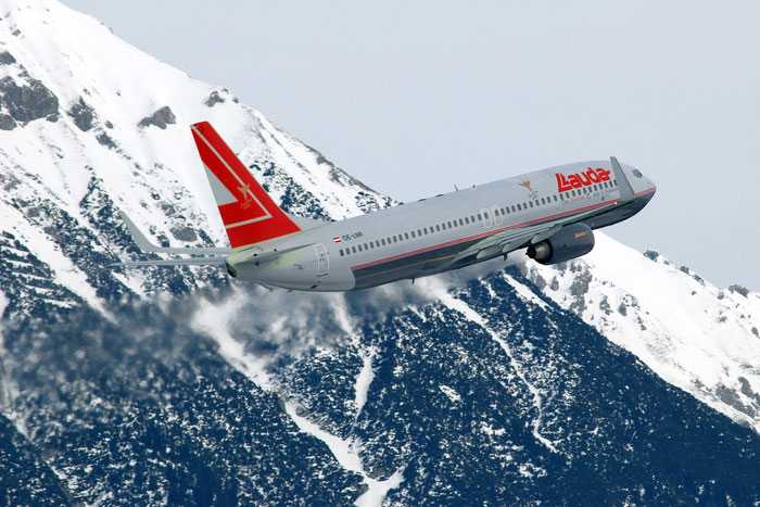 OE-LNR B737-8Z9 33833/1680 Lauda Air @ Innsbruck Airport 01.2012 © Piti Spotter Club Verona