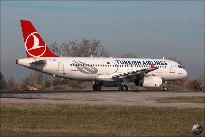TC-JPC A320-232 2928 Turkish Airlines - THY Türk Hava Yollari @ Bologna Airport 02.01.2015 © Piti Spotter Club Verona
