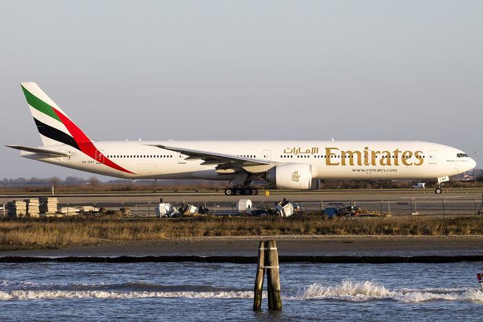 A6-ENT B777-31HER 41366/1225 Emirates @ Venezia Airport 30.12.2015 © Piti Spotter Club Verona