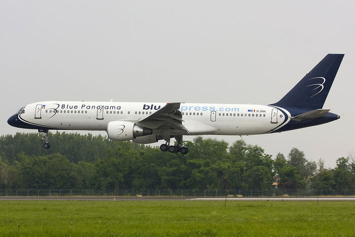 EI-DNA B757-231 28483/777 Blue Panorama Airlines @ Treviso Airport 02.06.2012 © Piti Spotter Club Verona