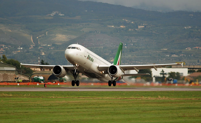 EI-DSL A320-216 3343 Alitalia @ Aeroporto di Verona 30.10.2018  © Piti Spotter Club Verona