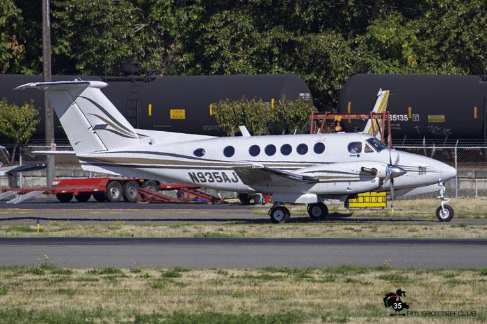 N935AJ Beech B200 BB-935 Joy-Av LLP @ Boeing Field Airport 22.09.2015 © Piti Spotter Club Verona