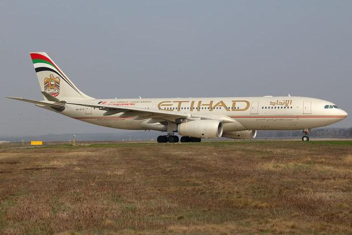 A6-EYG A330-243 724 Etihad Airways @ Milano Malpensa Airport 25.03.2012 © Piti Spotter Club Verona