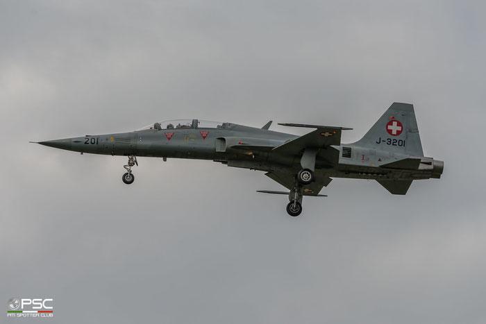 J-3201   F-5F  M1001 © Piti Spotter Club Verona