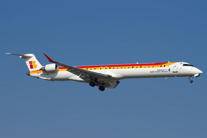 EC-LOJ CRJ1000 19018 Air Nostrum @ Bologna Airport 15.11.2011 © Piti Spotter Club Verona