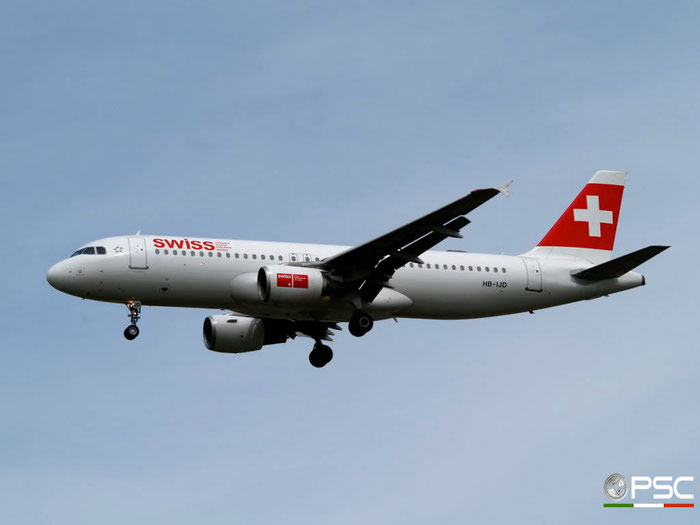 HB-IJD A320-214 553 Swiss International Air Lines @ London Heathrow Airport 23.05.2009 © Piti Spotter Club Verona