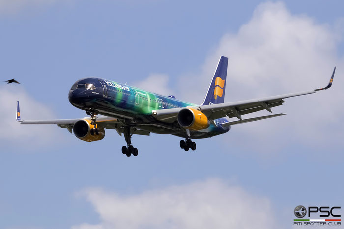 TF-FIU B757-256 26243/603 Icelandair @ London Heathrow Airport 13.05.2015 © Piti Spotter Club Verona