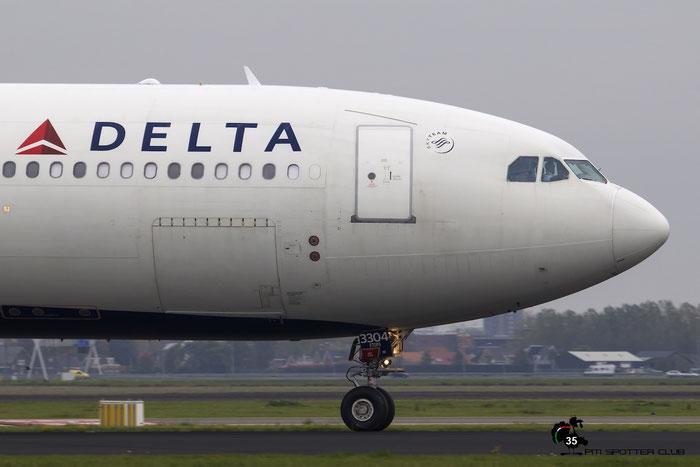 N804NW A330-323E 549 Delta Air Lines @ Amsterdam Airport 24.10.2015 © Piti Spotter Club Verona