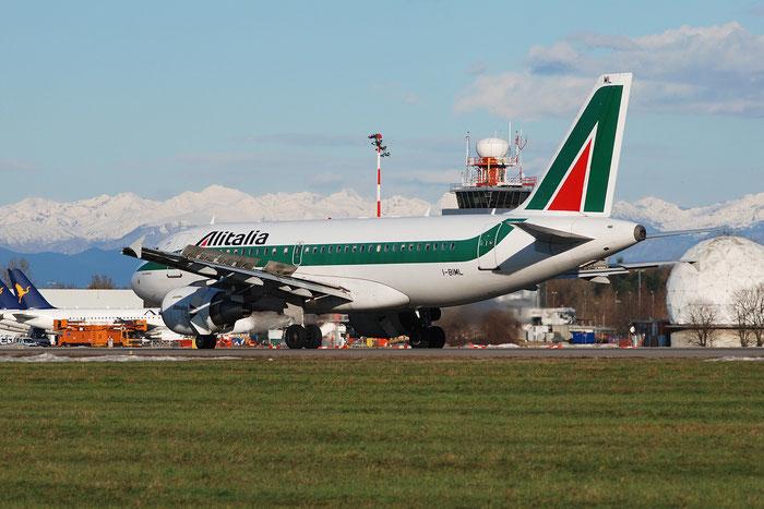 I-BIML A319-112 2127 Alitalia @ Milano Linate Airport 02.01.2010 © Piti Spotter Club Verona