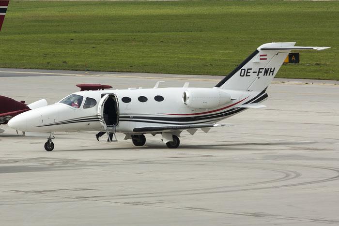 OE-FWH Ce510 510-0104 Mustang Air Taxi GmbH @ Innsbruck Airport 10.2014 © Piti Spotter Club Verona